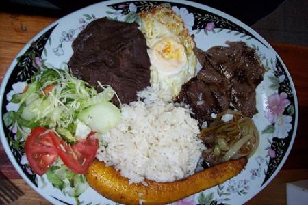 Plato casado, típico de la cocina costarricense