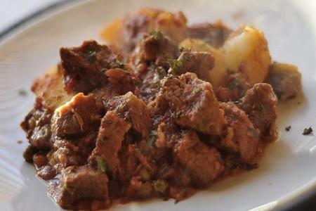 Carne con papas al estilo cubano