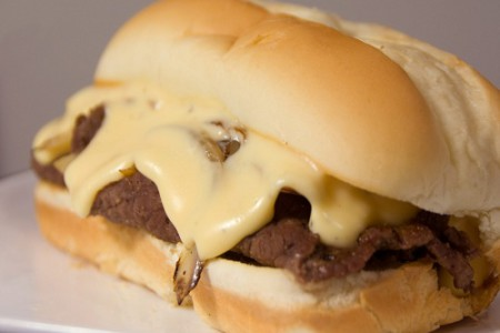 Cheesesteak, sandwich popular de Estados Unidos