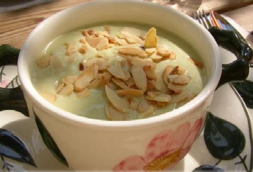Sopa de almendras, clásico en la cocina Madrileña