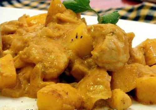 Pollo con coco y cacahuetes, típico de Gabón